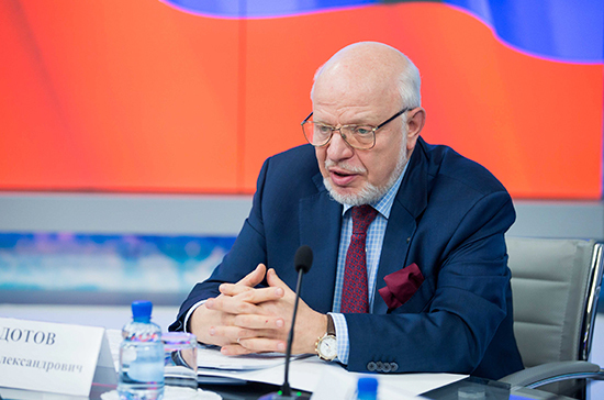 Владимир Путин поздравил с юбилеем главу СПЧ Михаила Федотова