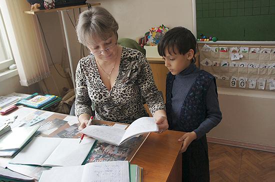 Исаев рассказал о законопроекте о сокращении бумажной отчётности для учителей