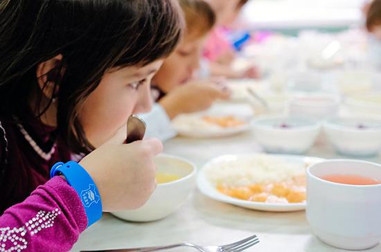 Обеды для первоклашек в школе должны стать обязательными