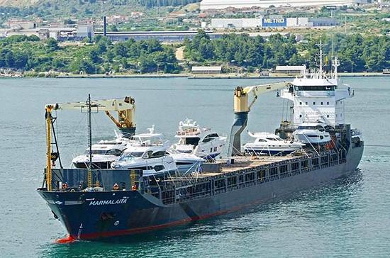 Захваченных у берегов Камеруна российских моряков привезли в Германию