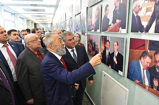 В Госдуме открылась выставка к юбилею Артура Чилингарова