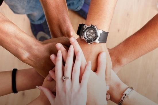 МКБ продлевает акции «В кругу друзей» и «Время первых»