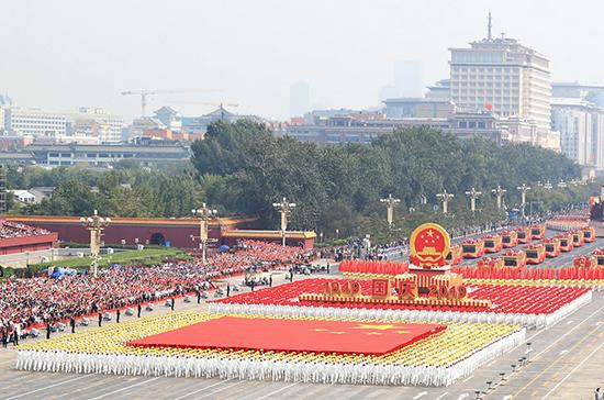 Ракеты и голуби на площади Тяньаньмэнь