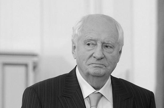 Марка Захарова похоронили на Новодевичьем кладбище
