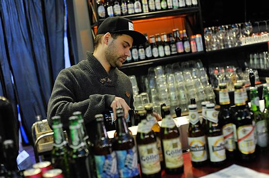 В Петербурге хотят ограничить время продажи алкоголя в кафе в жилых домах