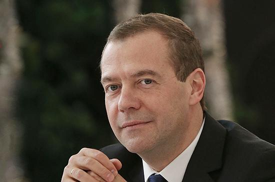 Медведев поблагодарил учителей за помощь детям в познании себя и окружающего мира