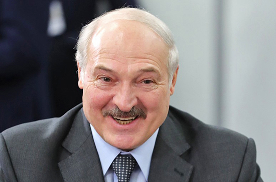 Лукашенко поздравил народного артиста России Александра Михайлова с 75-летием