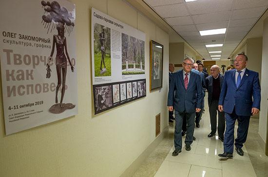 В Совете Федерации открылась выставка «Творчество как исповедь»