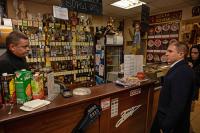 Романов выявил нарушения при проверке питейных заведений Санкт-Петербурга