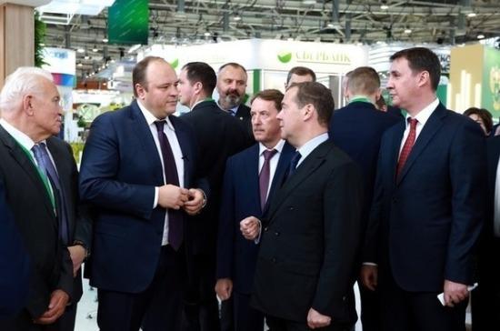 Гурьев представил Медведеву экомаркировку российских минеральных удобрений