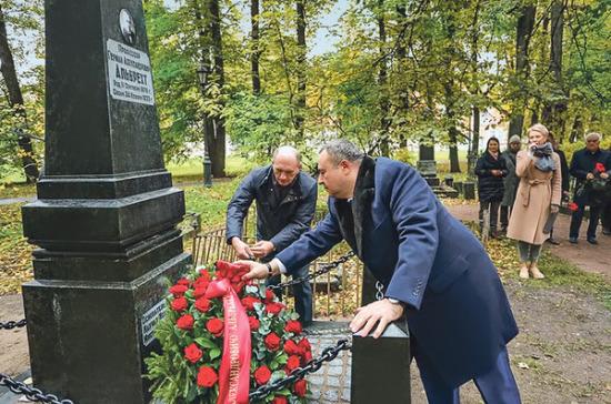 В Петербурге отреставрировали памятник врачу Герману Альбрехту