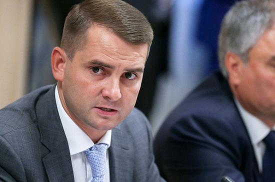 Ярослав Нилов назвал переадресацию и урезание пособия по уходу за ребенком недопустимыми