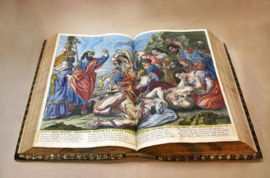 В Российской государственной библиотеке покажут редчайшую коллекцию Библий