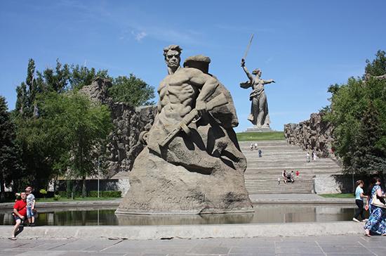 Памятник на Мамаевом кургане открылся 52 года назад