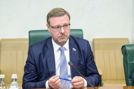 Косачев прокомментировал предложение Путина отозвать признание комиссии в рамках Женевских конвенций