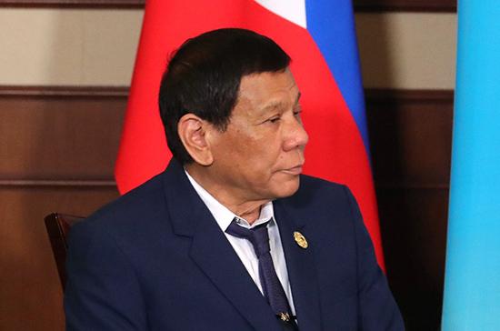 СМИ: президент Филиппин во время езды упал с мотоцикла