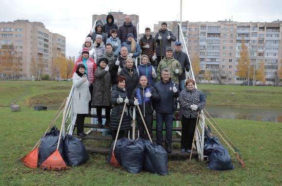 Романов принял участие в Дне благоустройства в районе Санкт-Петербурга