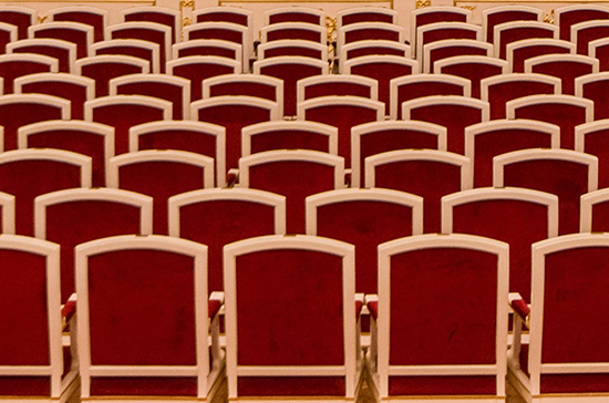 Медведев присудил премии лучшим театральным постановкам по русской классике