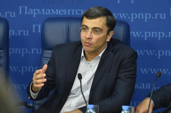 Россия должна запретить биоразлагаемые пакеты, считает Гутенёв