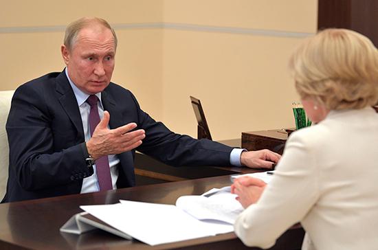 Путин призвал к продвижению российского документального кино