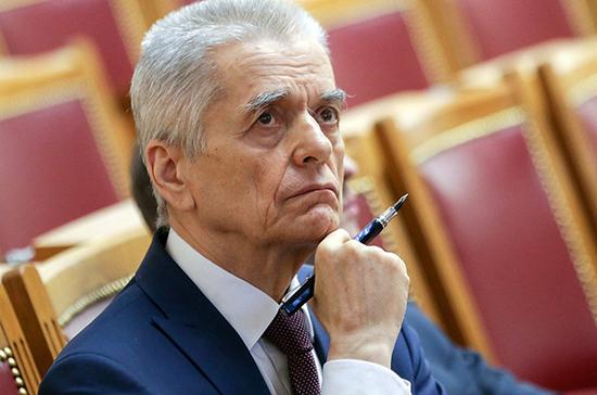 Онищенко поддержал идею об ограничении продажи детского шампанского