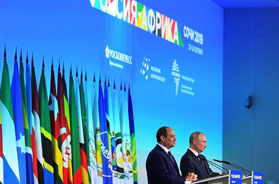 Путин в шутку пообещал президенту Египта часть своей зарплаты