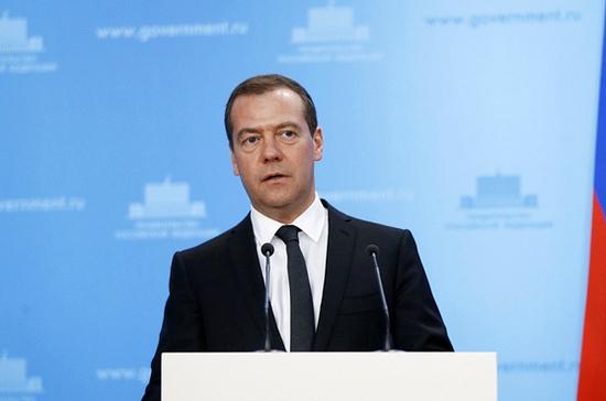 Медведев подписал поручения, направленные на стимуляцию роста экономики