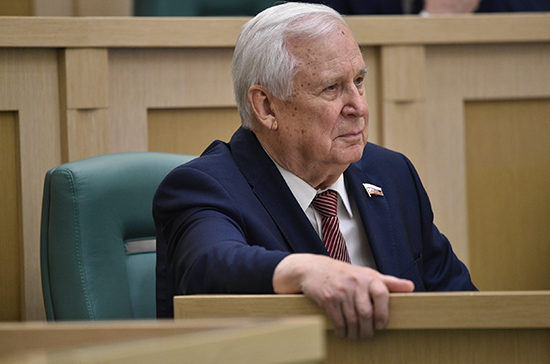 Сенатор призвал вовлечь РАН в организацию научно-образовательных центров