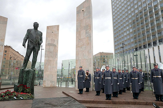 В Москве открыли памятник Евгению Примакову
