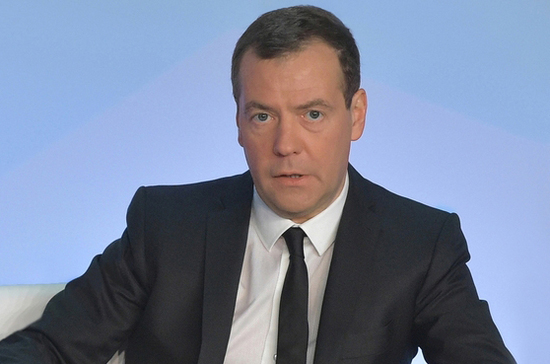Медведев поручил разработать план создания сети научно-технологических центров