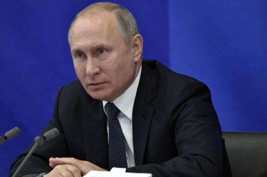 Путин возмутился попытками сэкономить на зарплатах санитарок