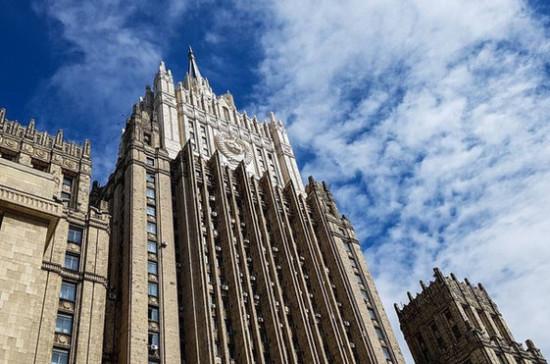МИД России требует расследовать акты вандализма над памятниками красноармейцам в Прибалтике