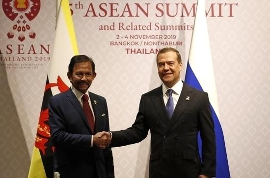 Дмитрий Медведев провёл в Бангкоке встречу с султаном Брунея