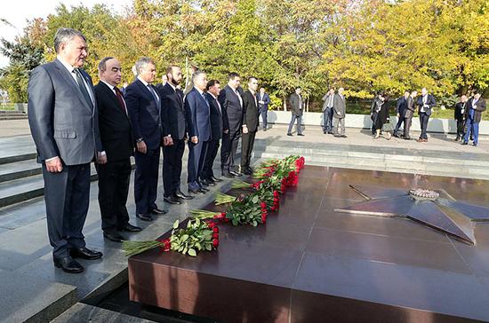 Володин возложил цветы к памятнику «Мать Армения»