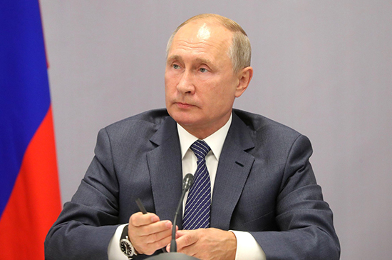 Путин предложил создать программу для поддержки языкового многообразия в России