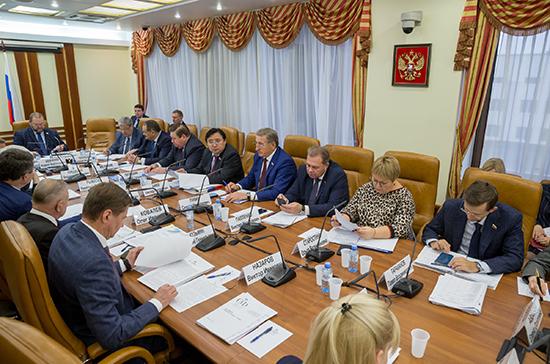 Комитет Совфеда одобрил проект об оплате пенсионерам-опекунам с Севера проезда на отдых