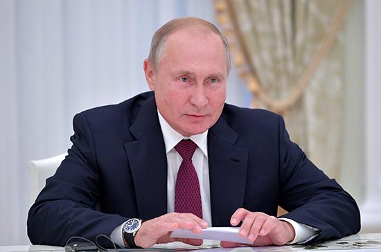 Путин назвал приоритетом поддержку молодых семей