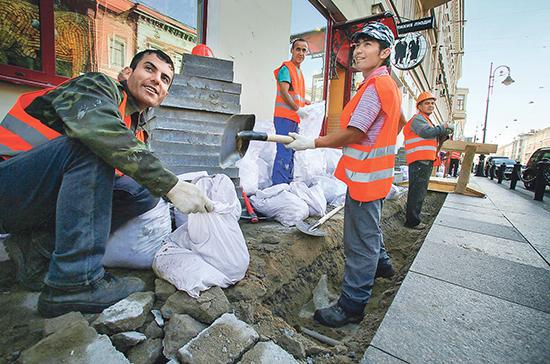 Кабмин внёс на ратификацию соглашение о наборе на временную работу граждан Таджикистана
