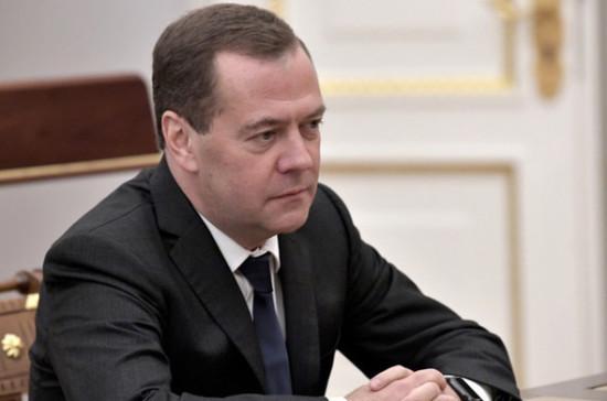 Медведев намерен обсудить вопросы повышения гонораров адвокатов по назначению