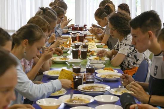 Импортные продукты предложили исключить из школьного питания