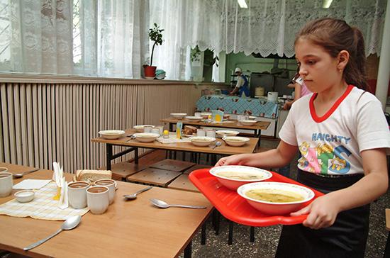 Кузнецова назвала недопустимым разделение меню в детсадах и школах на льготное и общее