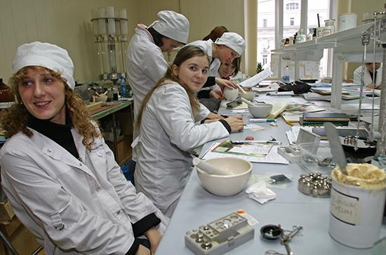 Путин предложил создать студенческие медицинские отряды