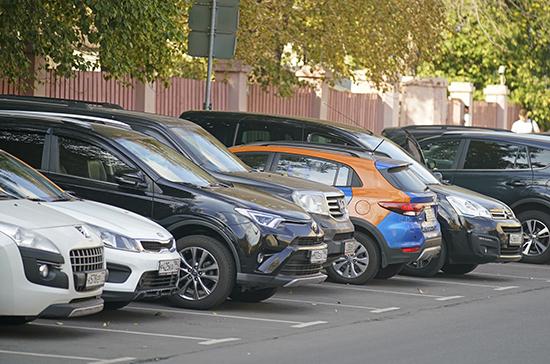 В ЛДПР попросили ФАС проверить льготы по парковке для каршеринга в Москве
