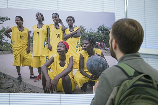Фотовыставка «Вдали от дома» открылась в Госдуме