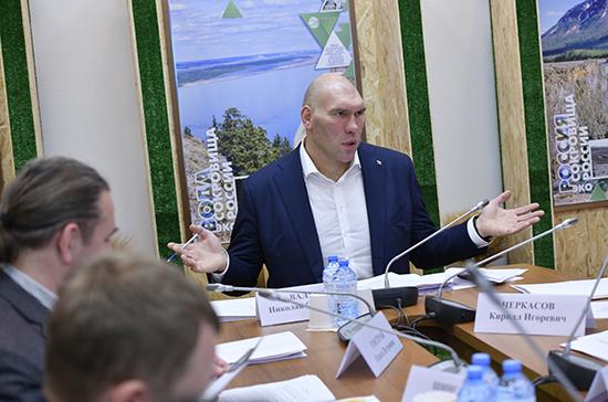 Валуев призвал надзорные органы тщательнее следить за использованием противогололёдных реагентов