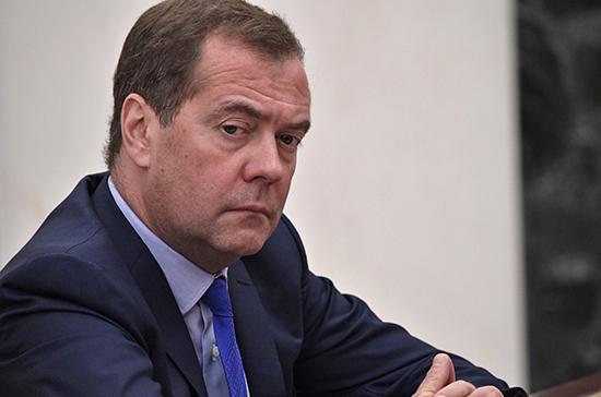 Россия не будет отменять контрсанкции первой, заявил Медведев