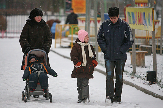 Сибири и Уралу облегчили условия федерального софинансирования выплат семьям с детьми