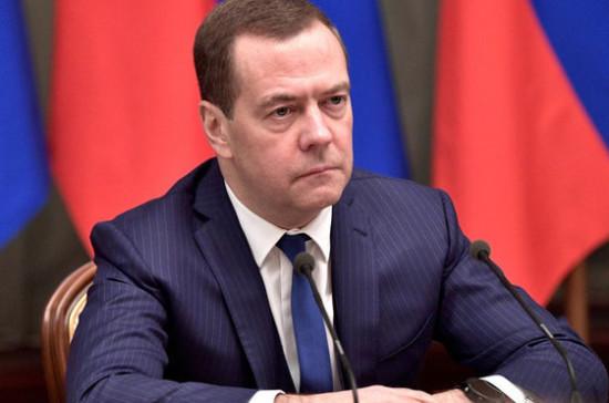 «Регуляторная гильотина» должна учитывать требования международных организаций, считает Медведев