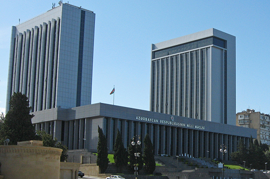 Правящая партия в Азербайджане инициирует роспуск парламента
