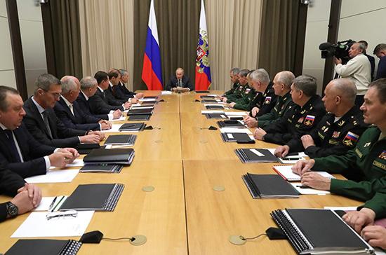 Путин призвал наращивать боевые возможности ВМФ